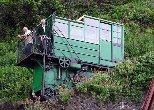 Lynmouth photo, The Cliff Railway in operation (c) Adrian Pingstone