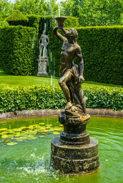 Lytes Cary Manor photo, Fountains and formal lawns in the garden
