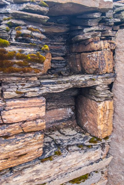 Midhowe Broch photo, A stone cupboard in the wall