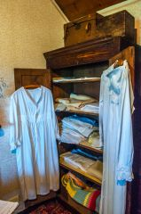A clothes cupboard in the bedroom