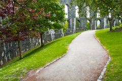 McCaig's Folly, Paths through the gardens