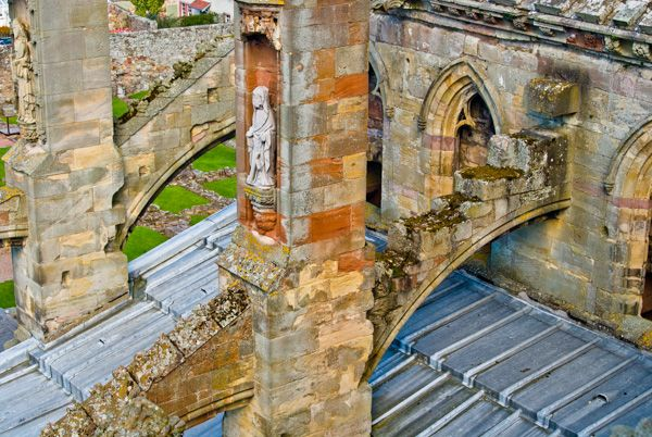 Melrose Abbey photo, Flying butresses