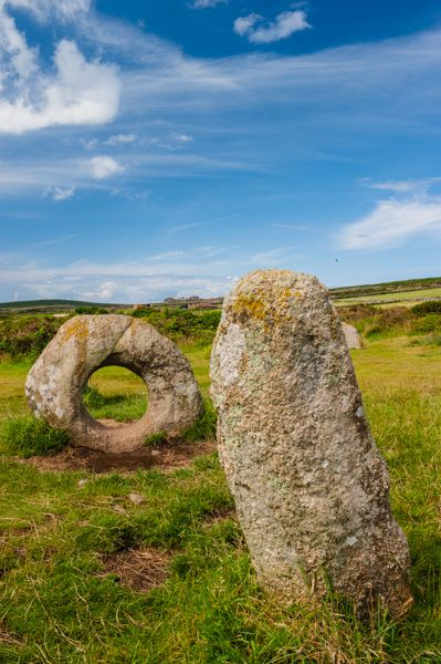 Men an Tol photo, Standing stone and holed stone