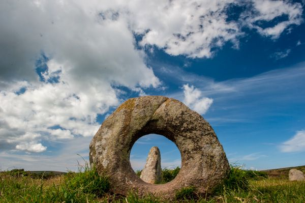 Men an Tol photo, Looking through the holed stone