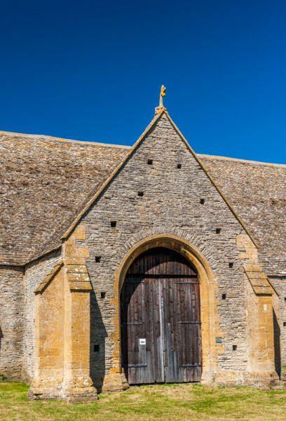 Middle Littleton Tithe Barn photo, The entrance bay