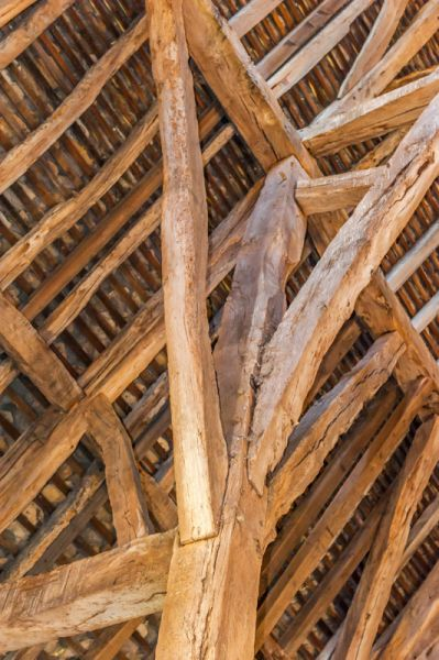 Middle Littleton Tithe Barn photo, The timber-frame roof posts