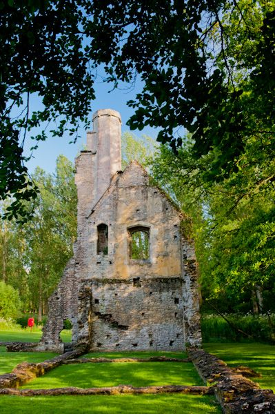 Minster Lovell Hall and Dovecote photo, Francis Lovell's west tower