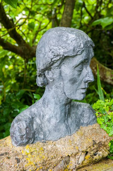 Monk's House photo, Virgina Woolf bust in the garden
