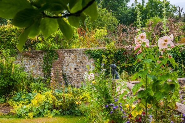 Monk's House photo, The colourful rear gardens