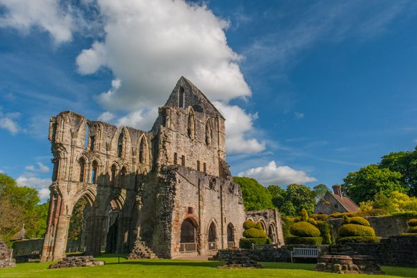 Wenlock Priory photo, The priory ruins on a summer afternoon. Wow!