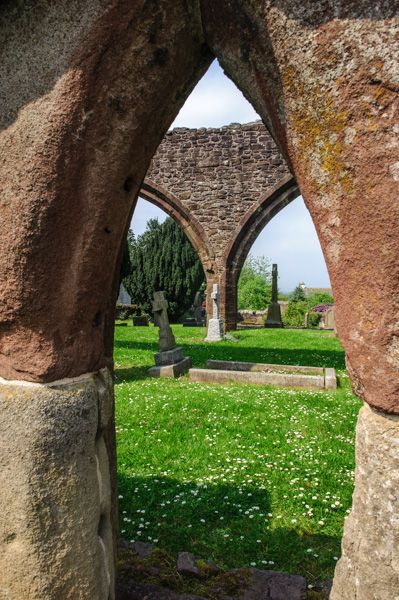 Muthill Old Church photo, Looking through the wall arches
