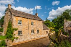 Naunton, Cottage on the River Windrush