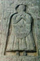 Nerabus Chapel and Carved Stones, A closer look at the MacKay effigy
