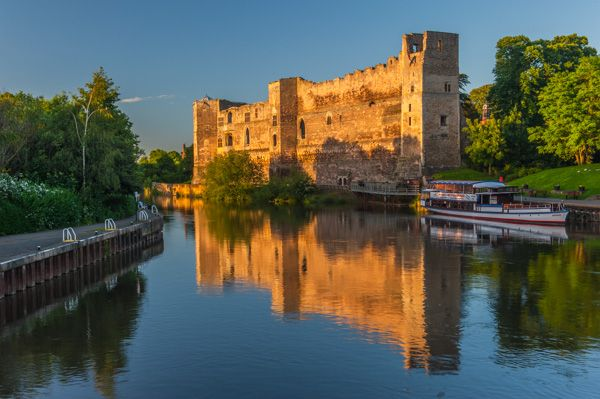 Newark Castle photo, Newark Castle at sunset