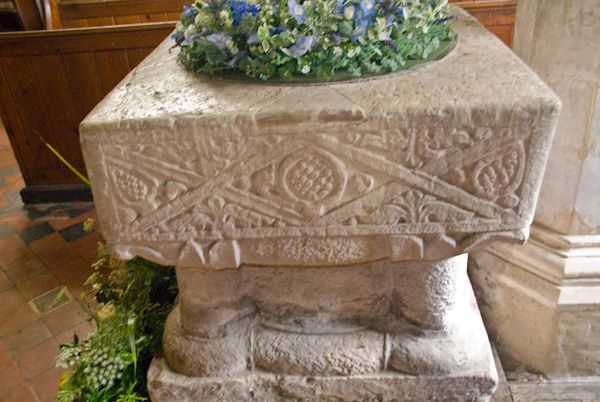Newenden, St Peter photo, Saxon font 2