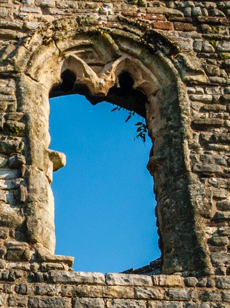 Newport Castle photo, Ruined window in the end tower