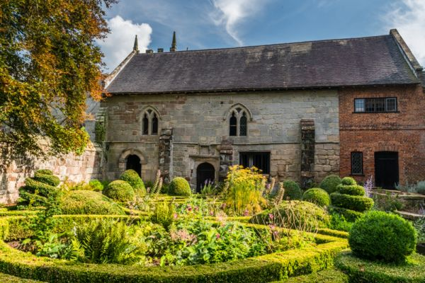 Old Manor photo, The manor hall and knot garden