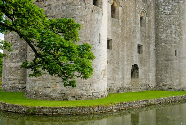 Nunney Castle photo, Exterior walls and the moat