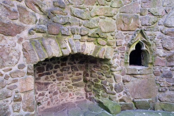 Orchardton Tower photo, Ground floor fireplace