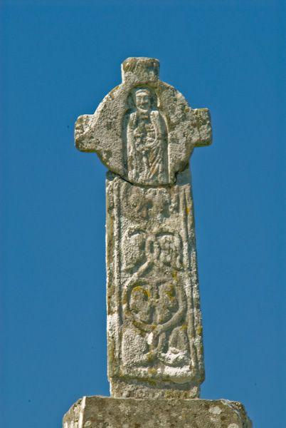 Oronsay Priory photo, Carved cross detail