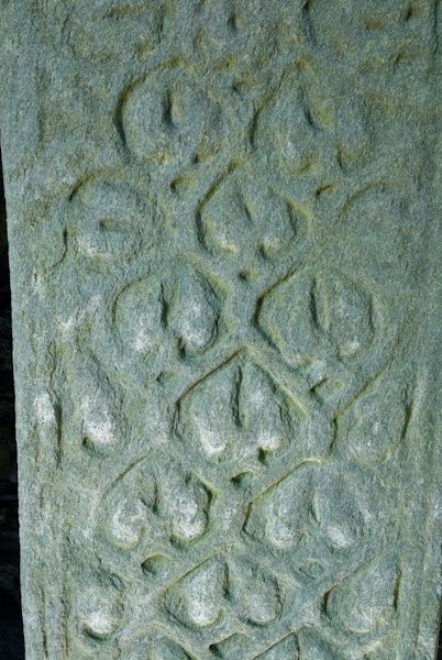 Oronsay Priory photo, Intertwined plant stem carving