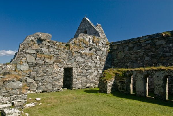 Oronsay Priory photo, Priory church and cloisters