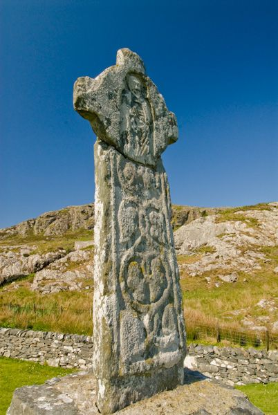 Oronsay Priory photo, Ancient Carved Celtic cross