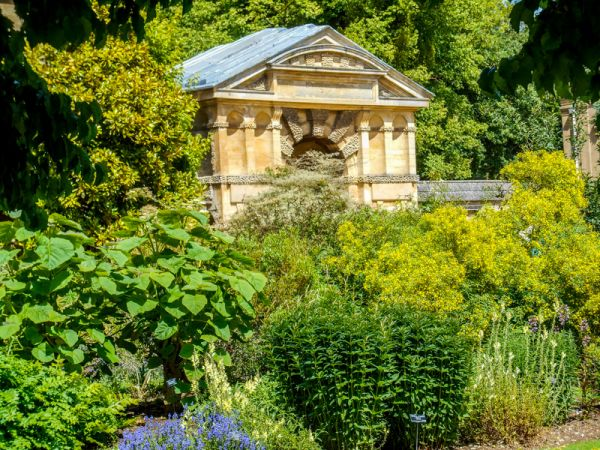 Oxford Botanic Garden photo, Doric gateway in the garden