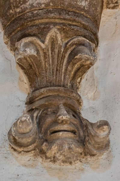 Oxford, St Giles Church photo, Carved corbel in the nave