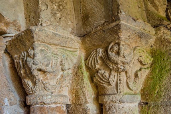 Oxhill, St Lawrence Church photo, 12th century capitals, north doorway