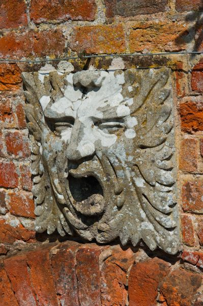 Packwood House photo, Garden carving