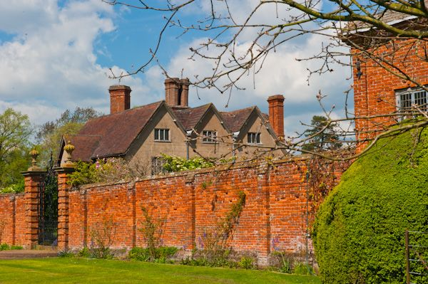 Packwood House photo, Outside of the walled garden