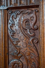 Monster carving on the pulpit