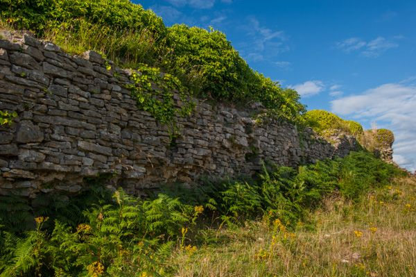 Pennard Castle photo, Remains of the curtain wall