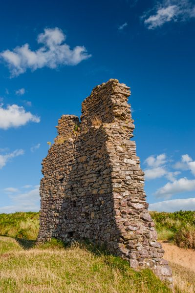 Pennard Castle photo, Ruined section of the curtain wall