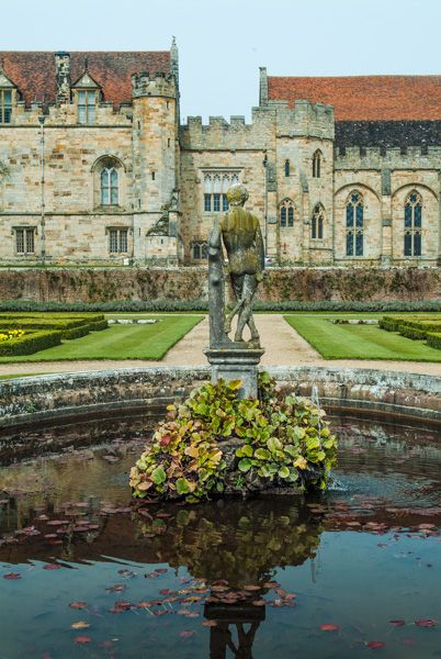 Penshurst Place photo, A garden fountain stands before the house