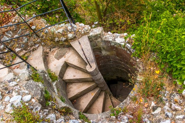 Pevensey Castle photo, Spiral stair to basement storage chambers