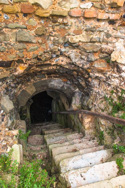 Pevensey Castle photo, The Dungeon entrance