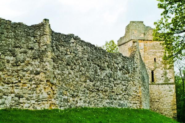 Pickering Castle photo, Outer curtain wall and tower