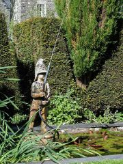 Plas Brondanw Gardens, The Fire Boy fountain (c) Oosoom