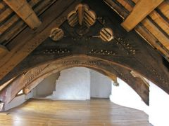 Plas Mawr, Decorated carved roof trusses