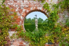 Walled garden peephole