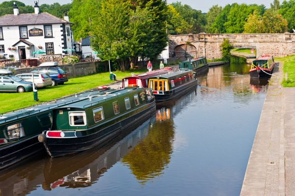 Pontcysyllte Aqueduct photo, Narrowboats waiting to cross the aqueduct