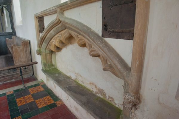 Potsgrove, St Mary's Church photo, Medieval tomb niche