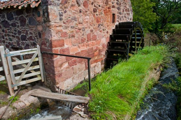 Preston Mill and Phantassie Doocot photo, Water wheel and stream