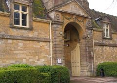Rendcomb College entrance gate