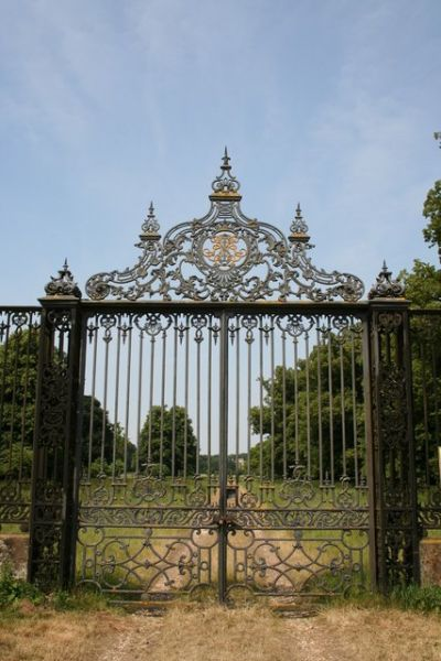 Revesby photo, Revesby Abbey gates (c) Richard Croft