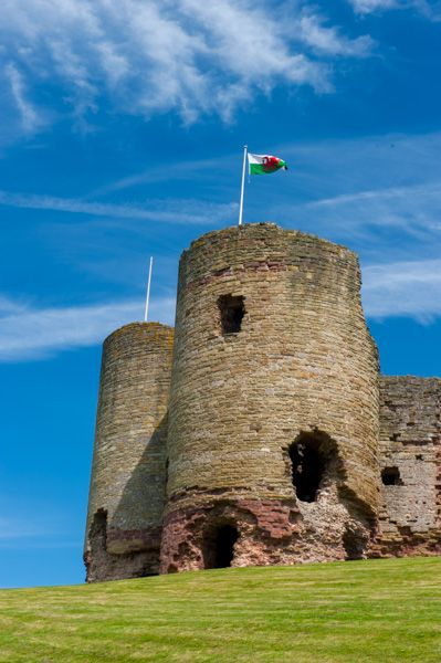 Rhuddlan Castle photo, A corner tower from below