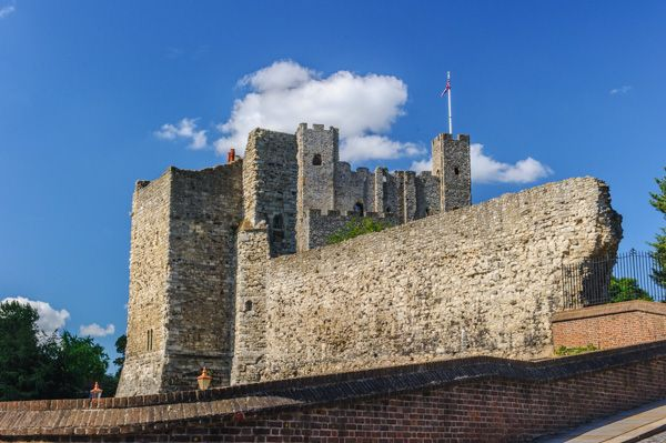 Rochester Castle photo, Another view of the castle exterior