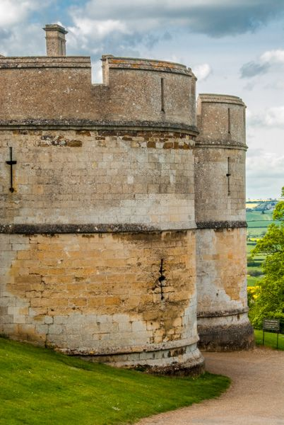 Rockingham Castle photo, The medieval gatehouse towers